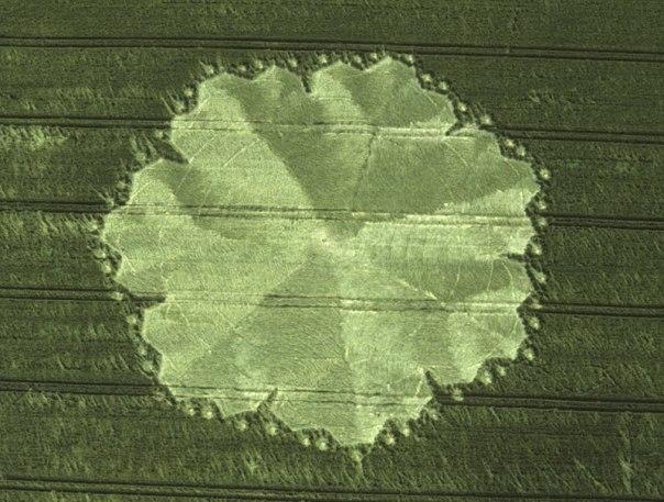 37-east-field-alton-barnes-wilts-09-07-98-wheat-35mm