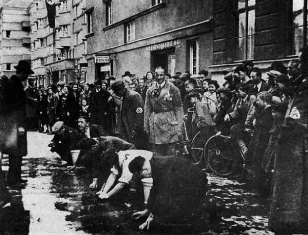 jb-201_austrian-jews-scrub-sidewalk_1938